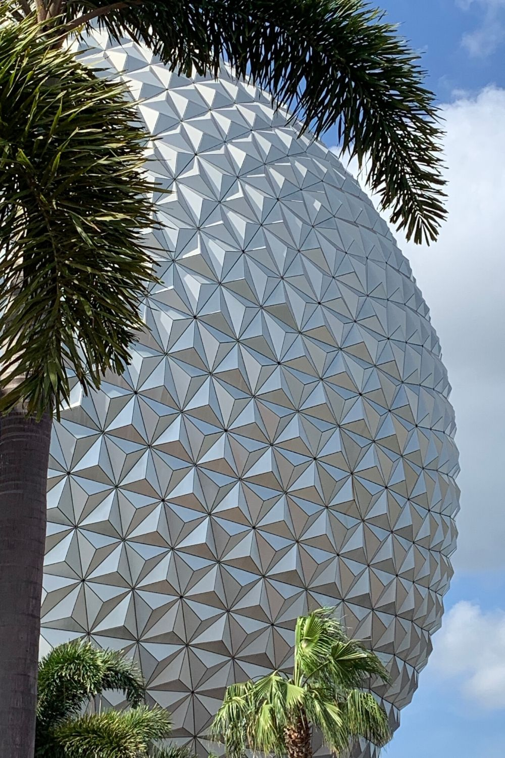 Epcot's International Festival of the Arts is a celebration of the arts. This event features several unique offerings from the food to entertainment. This Festival of the Arts at Walt Disney World brings together the visual, culinary, and performing arts. #festivalofthearts #disneytips #disneyworldplanning