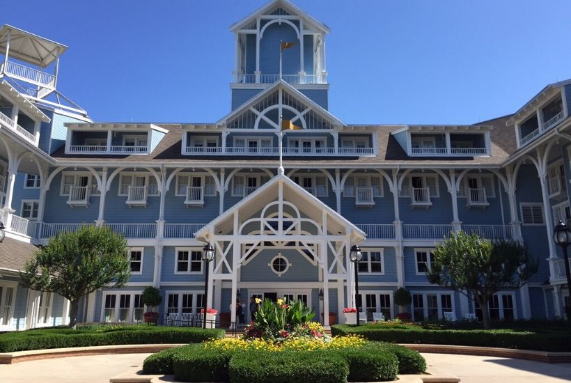While you can save money at offsite hotels, there are some priceless Disney World resort benefits that come with staying on-site that you should know about. From convenient location, longer FastPass+ reservation windows, free transportation, and more, there are many reasons to stay at a Walt Disney World hotel. #DisneyTips #DisneyWorldPlanning